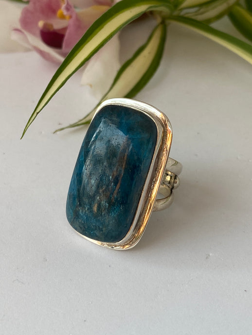 Blue Apatite rectangle cabochon ring with double band s.9.75