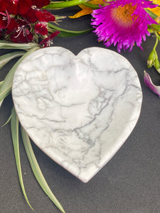 Howlite Heart Bowl