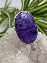 Charoite Oval Ring with Beaten Band s.7
