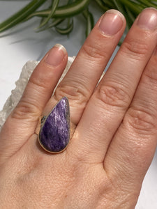 Charoite Teardrop Ring with Beaten Band s.7