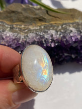 Moonstone oval beaten band ring s.8