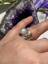 Moonstone oval cabochon filagree band ring s.7