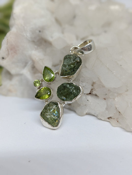 Multi-stone pendant - Raw and faceted Peridot