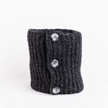 Ribbed Button Collar