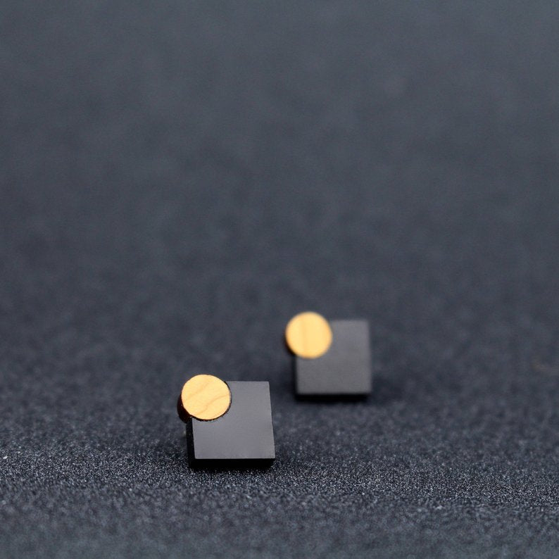 Diamond Shaped stud - black
