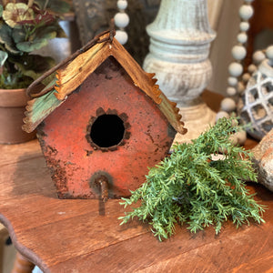 Rusted birdhouse (found)