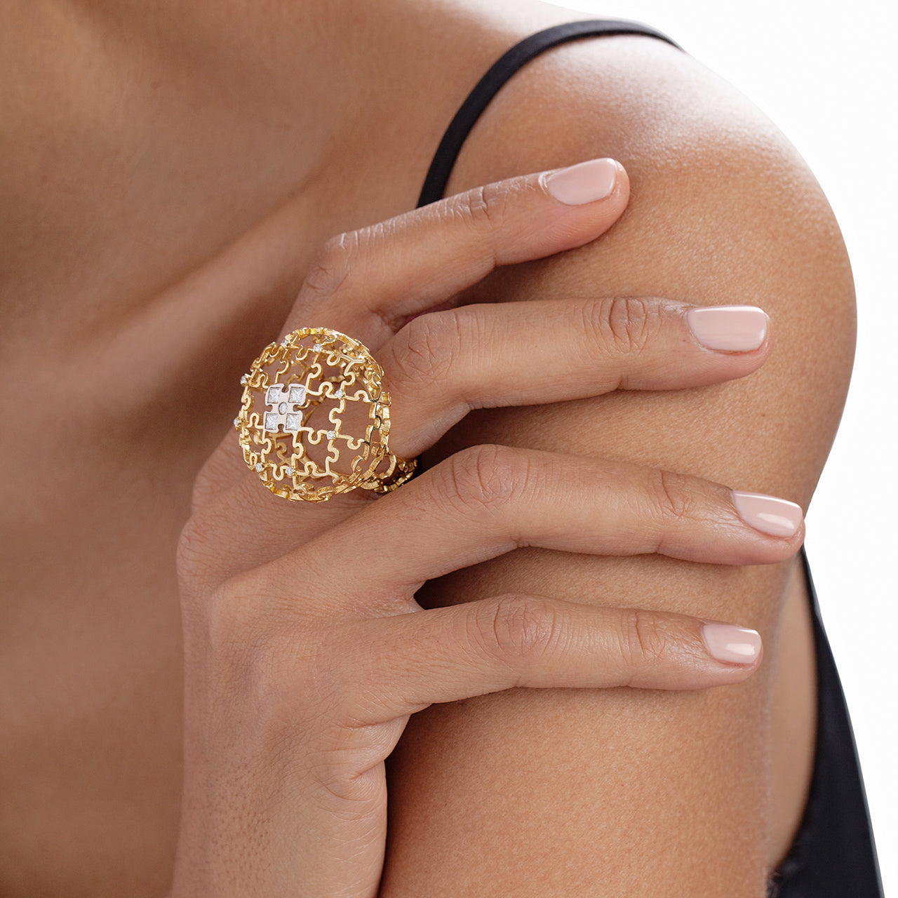 Puzzle Air Sphere Ring With Diamonds on Model