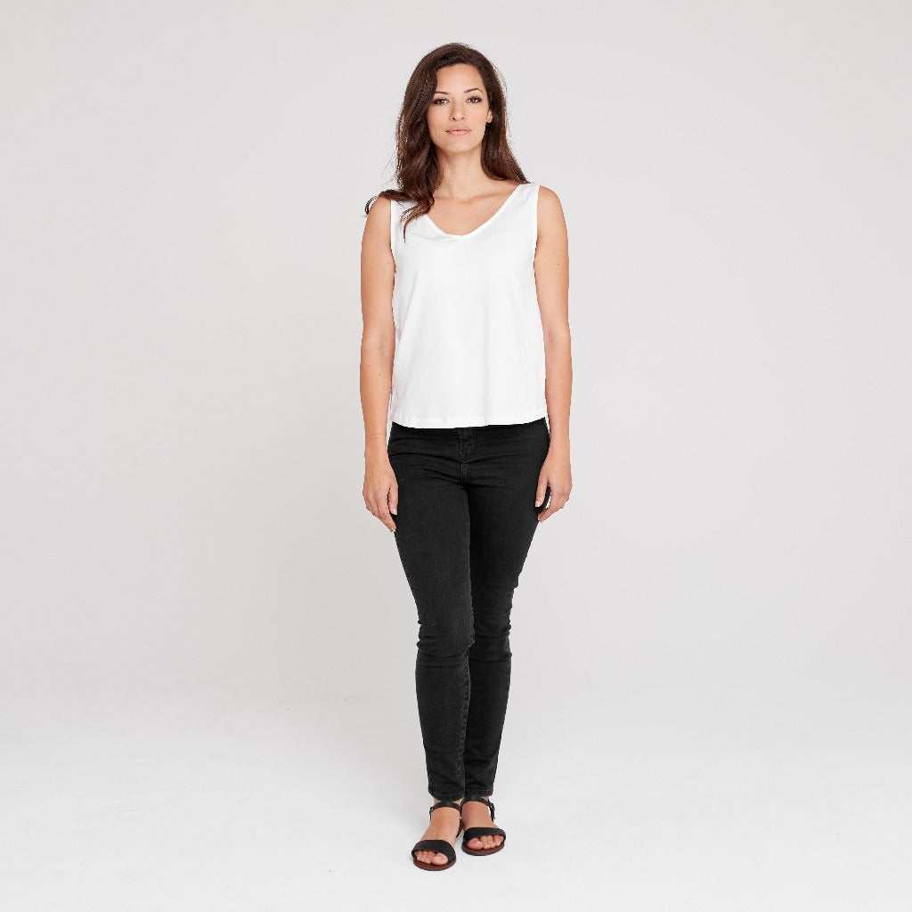 Dorsu | Ethical Cotton Basics | V-neck Tank | White