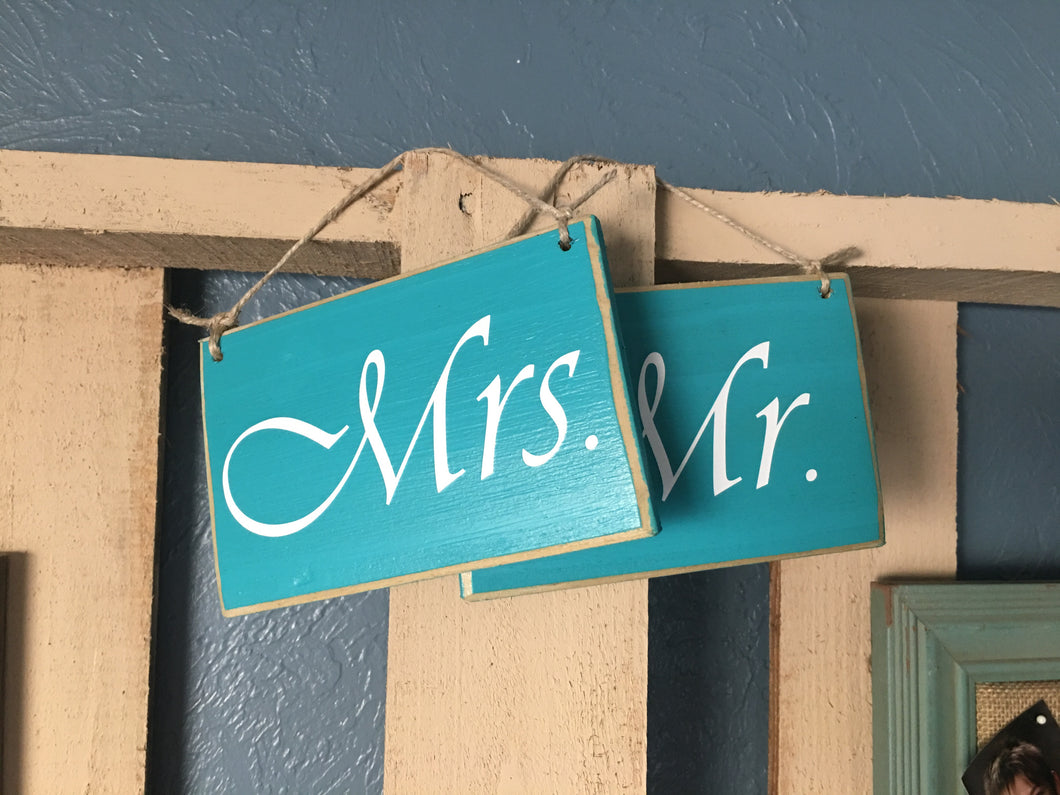 6x4 Mr. and Mrs. Wood Wedding His and Hers Sign (set of 2)