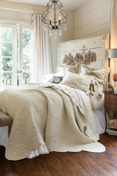 Shabby Chic vintage white wooden bedroom
