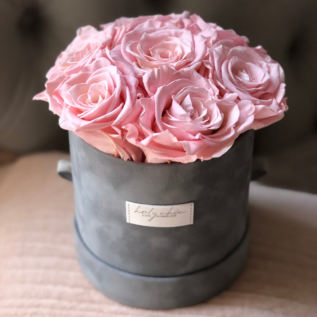 Preserved roses in a European style hat box