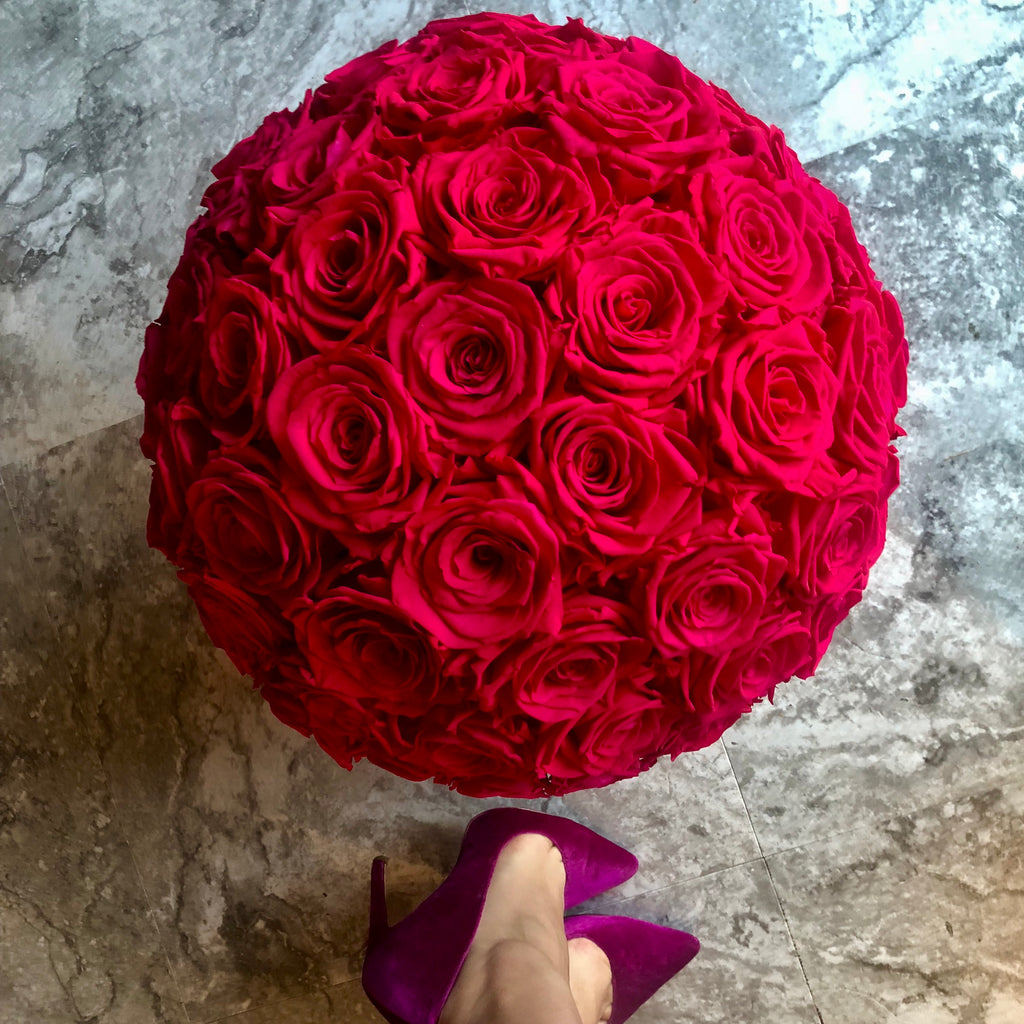 Preserved Roses – Flower bomb in a velvet hat box