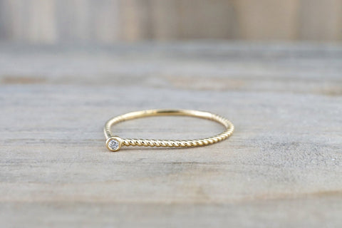 14k Yellow Gold Round Cut Diamond Bezel Fashion Ring Rope Design Wire Band