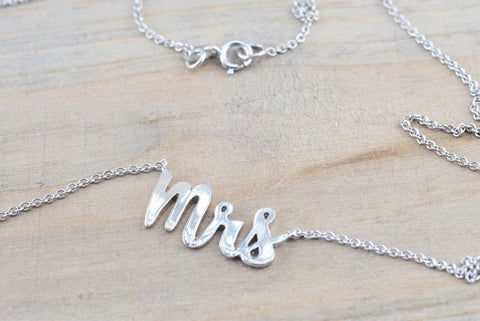 "14k Solid White Gold Mrs Pendant Necklace 18"" Nameplate"