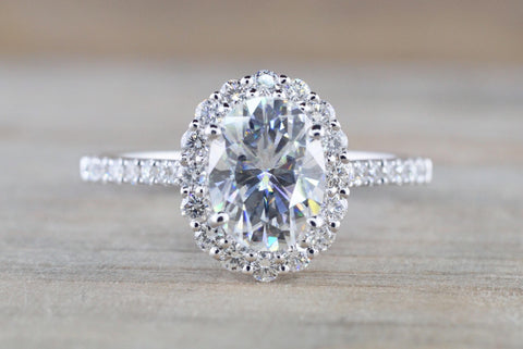 Oval Diamond Halo Moissanite