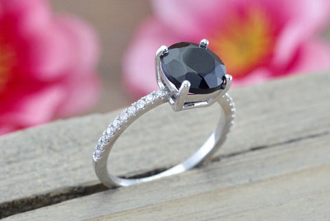 14k White Gold Diamond and Black Onyx ring