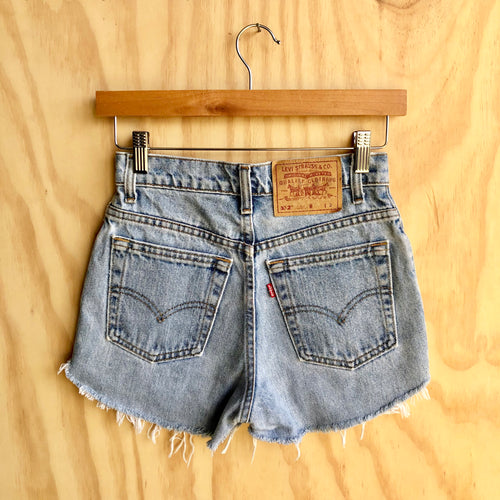 VINTAGE HIGH WAISTED LEVIS (XS)
