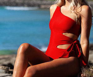 Sexy straps, hollow one-shoulder swimsuits and women's wear Red