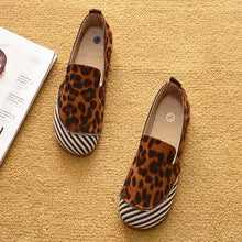 hot seller of fashionable canvas beanie shoes, the new one-shoe flat round-toed, plus-size women's shoes