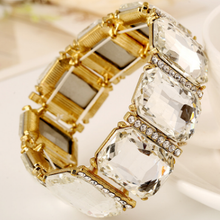 Stylish and luxurious diamond crystal glass elastic bracelet.