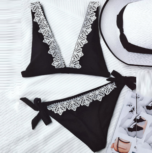 The trendy beach lace is a sexy two-piece bikini with a full-color swimsuit