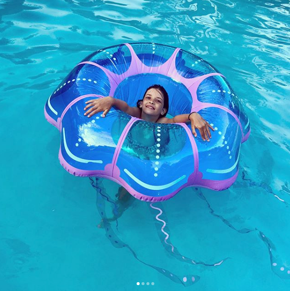 Jellyfish pool float