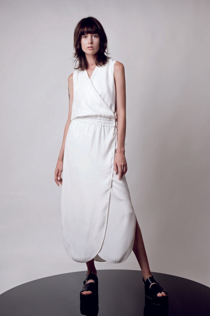 Maxi white dress with elastic waist