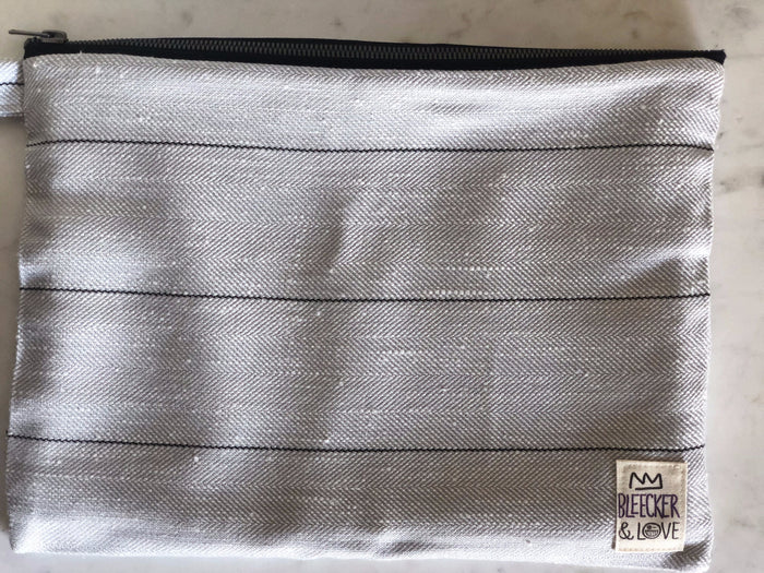 Pouch Light grey