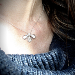 Small Silver necklace with 3 petals and one CZ