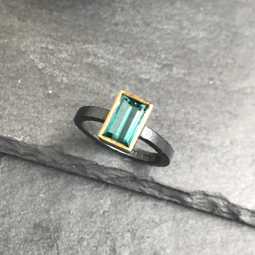 Peacock blue tourmaline ring made of sterling silver and 22 karat yellow gold