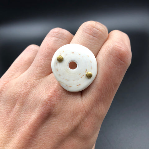 Kwalia Shell Ring in Brass