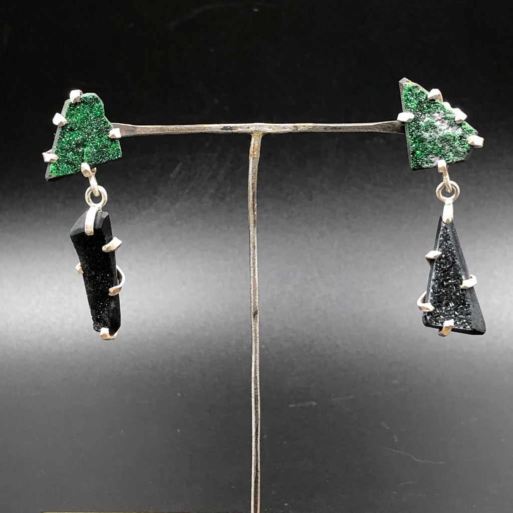 Rough cut geology stud earrings with druzy uvarovite and onyx prong set in sterling silver. Industrial mismatch jewelry