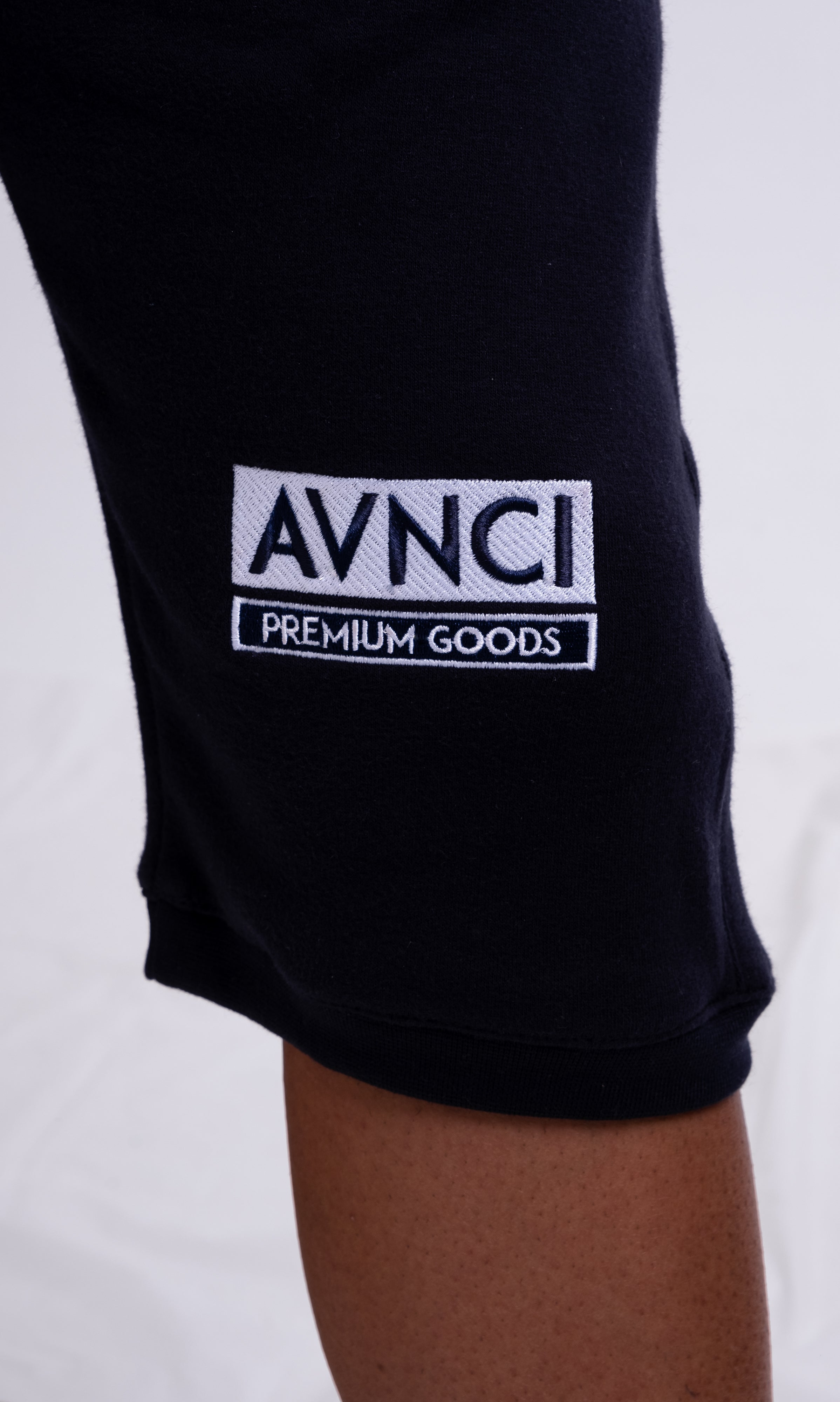 AVNCI Embroidered cropped sweats