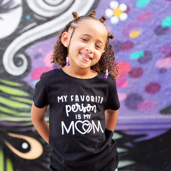 MY FAVORITE PERSON IS MY MOM Kids, Teen Short Sleeve T-shirt