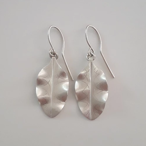 Silver Tarata leaf earrings