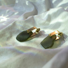 REFRACTION EARRINGS [ OLIVE GREEN  ]