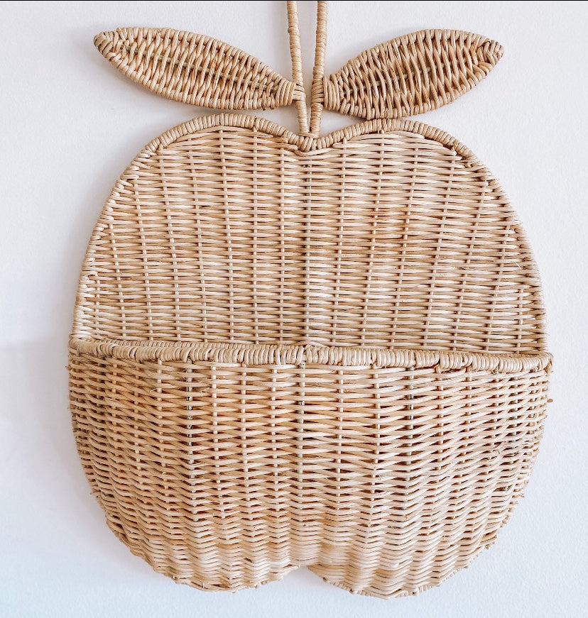 RATTAN APPLE WALL BASKET