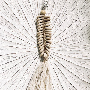 FISHTAIL COWRIE SHELL ACCESSORY OR KEY RING - NATURAL - SUN REPUBLIC