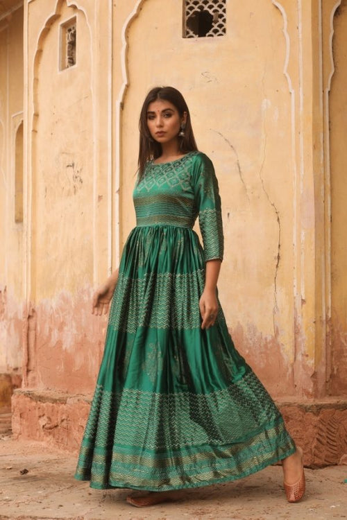 gown,gown set,green gown,women gown, fasahion,ethnic fashion,women collection,online fashion,gown for parties, gowns for wedding,bride to be,bride collection,madras silk,madras silk gown,navvi,navvi.in