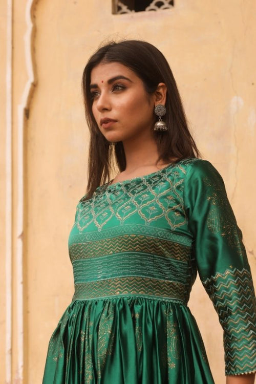 gown,Green gown,women gown, fasahion,ethnic fashion,women collection,online fashion,gown for parties, gowns for wedding,bride to be,bride collection,madras silk,madras silk gown,navvi,navvi.in