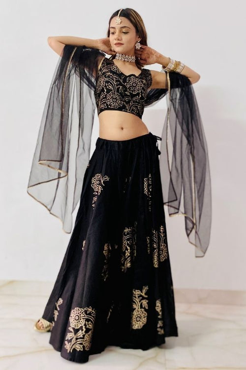 lehenga,lehenga set,black lehenga set,ethnic wear,ethnic lehenga set,fashion,ethnic fashion,wedding wear,wedding collection,women ,women fashion,lehenga with dupatta,lehenga with choli and dupatta,navvi,navvi.in