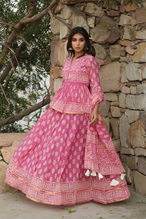 lehenga,lehenga set,pink lehenga set,ethnic wear,ethnic lehenga set,fashion,ethnic fashion,wedding wear,wedding collection,women ,women fashion,lehenga with dupatta,lehenga with choli and dupatta,navvi,navvi.in
