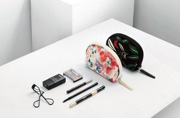 Makeup Bag Flower White-Costume Jewellery