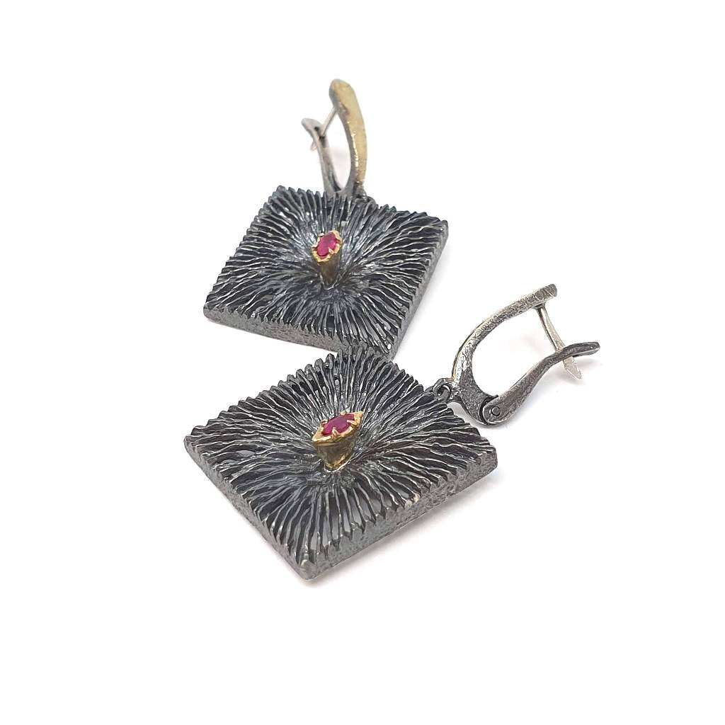 Dangling Square with Rubies