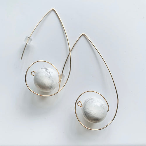 JACKIE loop earrings - white howlite