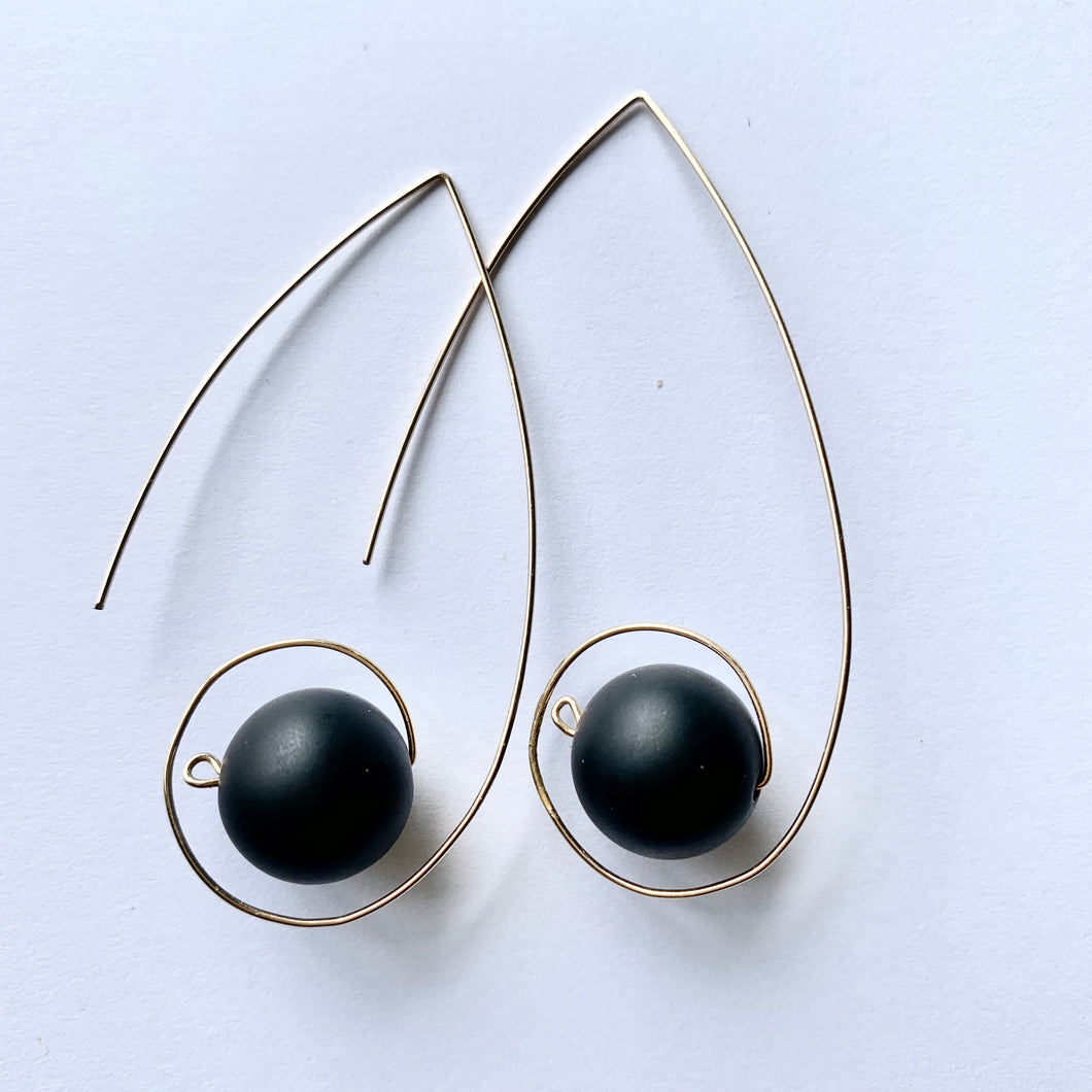 JACKIE loop earrings - matte black onyx