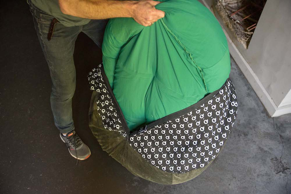 changing a dog bed cover