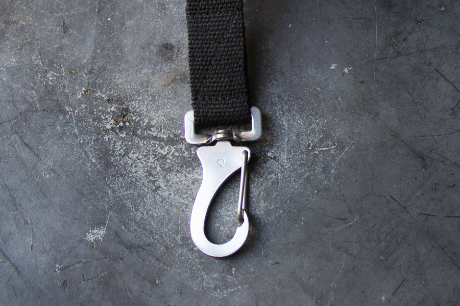 black dog lead with steel clip