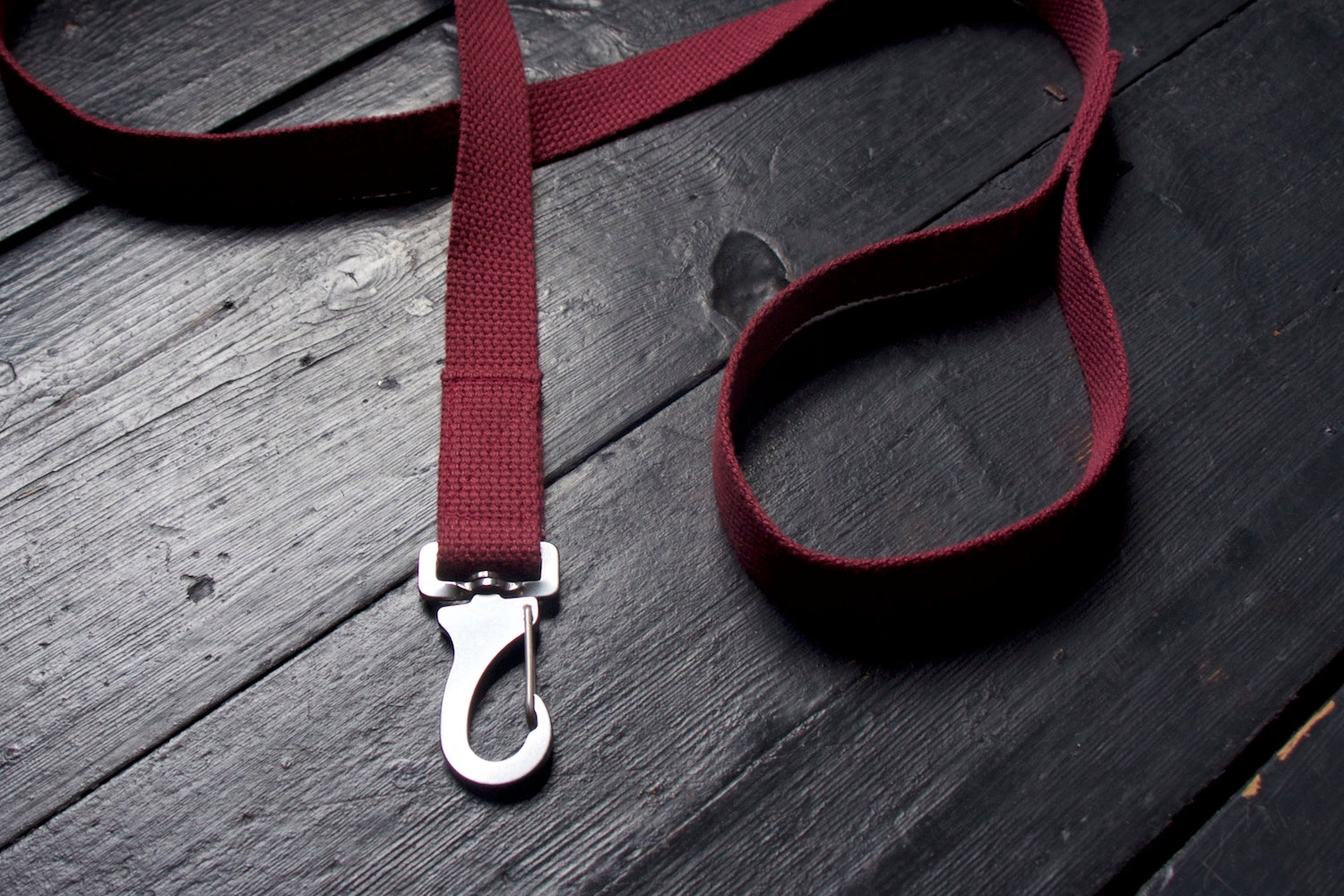 burgundy dog lead with steel clip