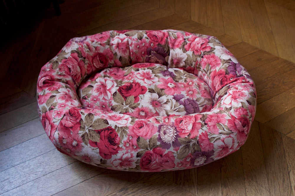 floral red roses dog bed